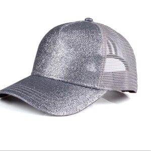 Silver cap with glitter